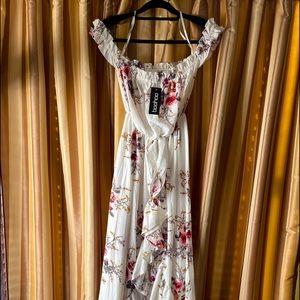 Boohoo NWT maxi cream floral dress, size 4